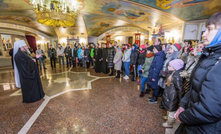 Участники Спартакиады православной молодежи помолились за литургией в соборе