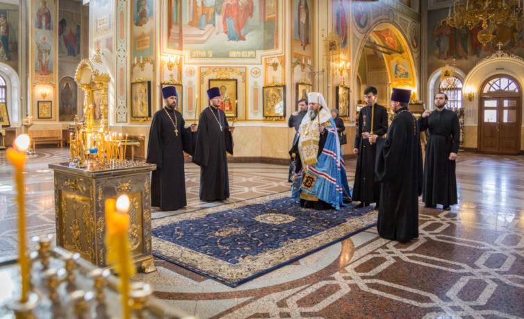 В Михайловском соборе совершена панихида по жертвам теракта в метрополитене Санкт-Петербурга