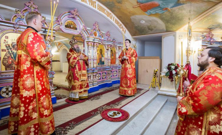 В день Усекновения главы Иоанна Предтечи митр. Викторин совершил литургию в Михайловском соборе