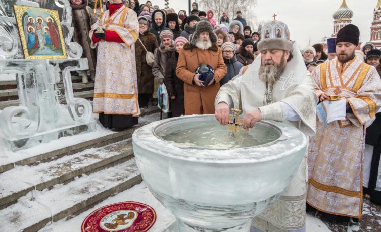 В праздник Богоявления митр. Викторин совершил литургию и водосвятие в Михайловском соборе