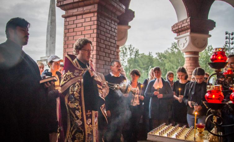 У Михаило-Архангельского собора зажгли свечи в память об участниках Ижевско-Воткинского восстания
